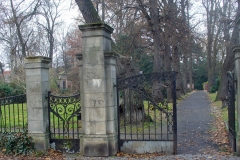 Auf dem Friedhof III